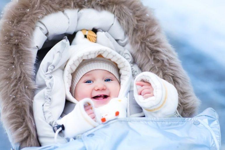 21cd4fd082b3 Sortir en hiver avec bébé, comment protéger votre bébé du froid