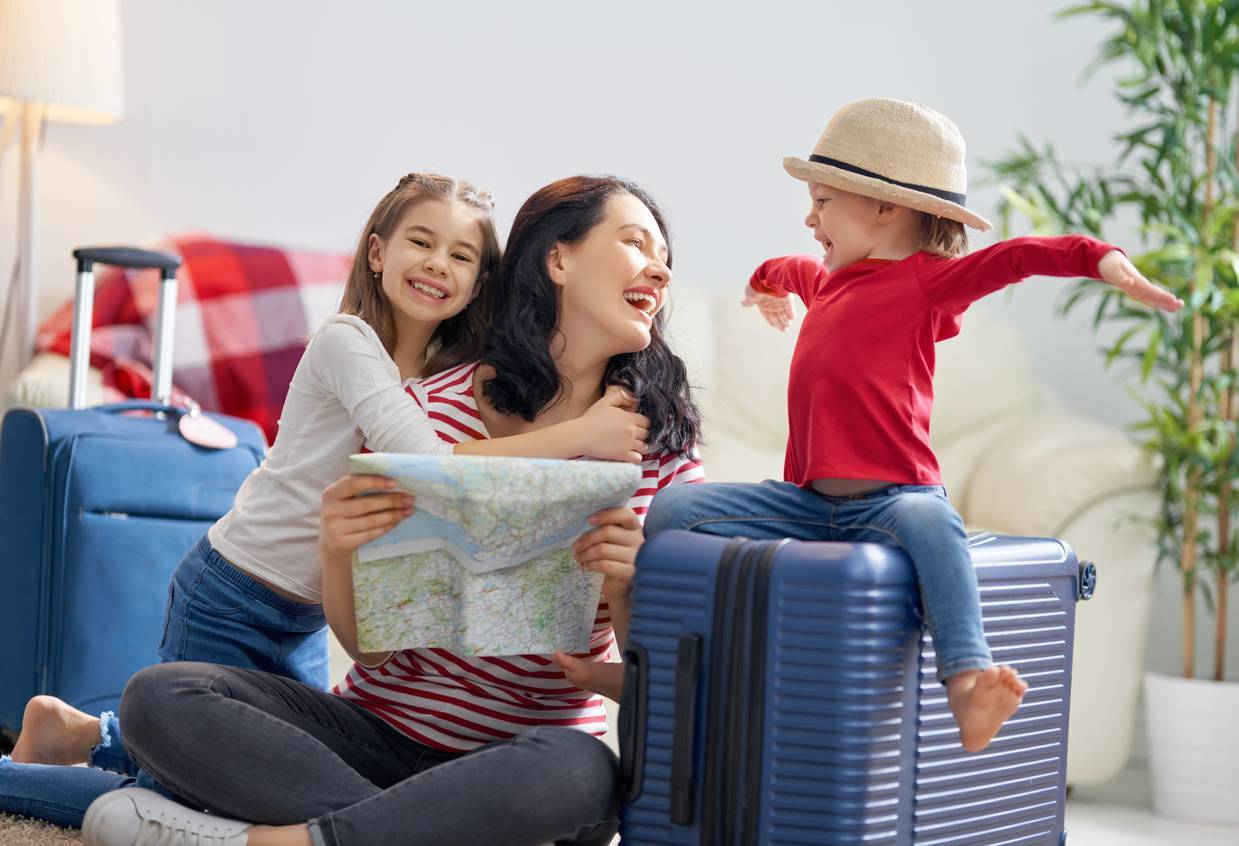 départ en colonie de vacances sac bagages enfants